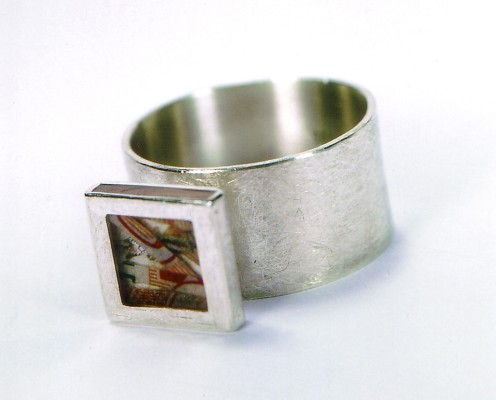 Dreifinger-Ring aus 925er Silber mit geschredderten Geldscheinen in Harz eingebettet