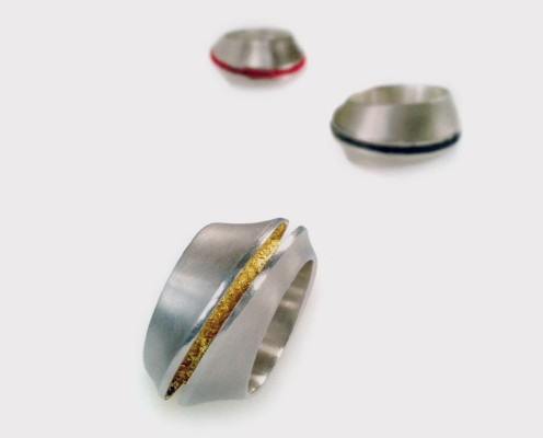 Elypsenring aus 925er Vollguss-Silber mit verschiedenen eingearbeiteten Materialien - Preis: 265,-€ pro Ring
