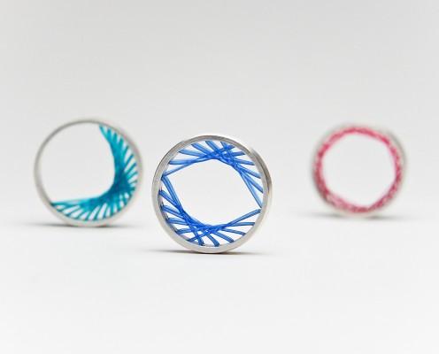 Flexible Ring aus 925er Silber mit verschiedenen farbigen Nylon gespannt - Preis: 155,-€ pro Ring