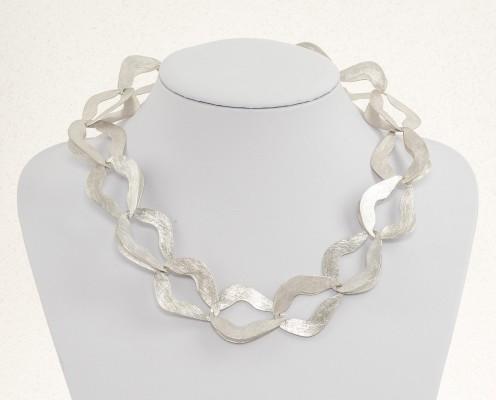 Ornament-Collier mit 925er floralen Silberplättchen, gebürstet