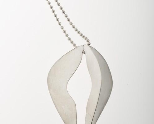 Ornament-Collier mit 925er floralen Silberplättchen und Kugelkette aus Silber, gebürstet