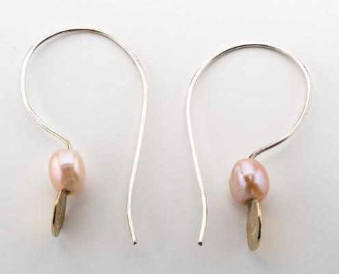 Perlen-Ohrringe mit Rosé-Perlen und Blattgold, gebürstet - Preis: 115,-€