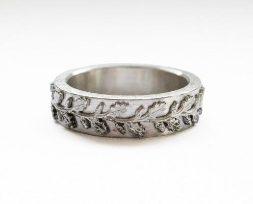 Ring aus 925er Silber mit Blätterranke - Preis: 145,-€